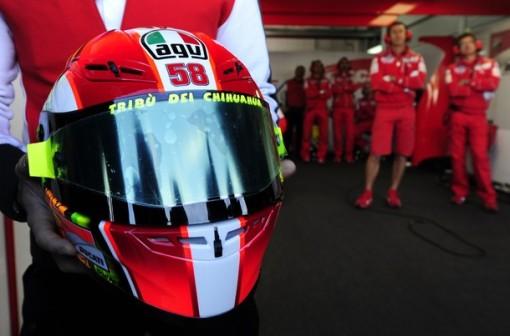 mechanic show Ducati Team's Italian Valentino Rossi